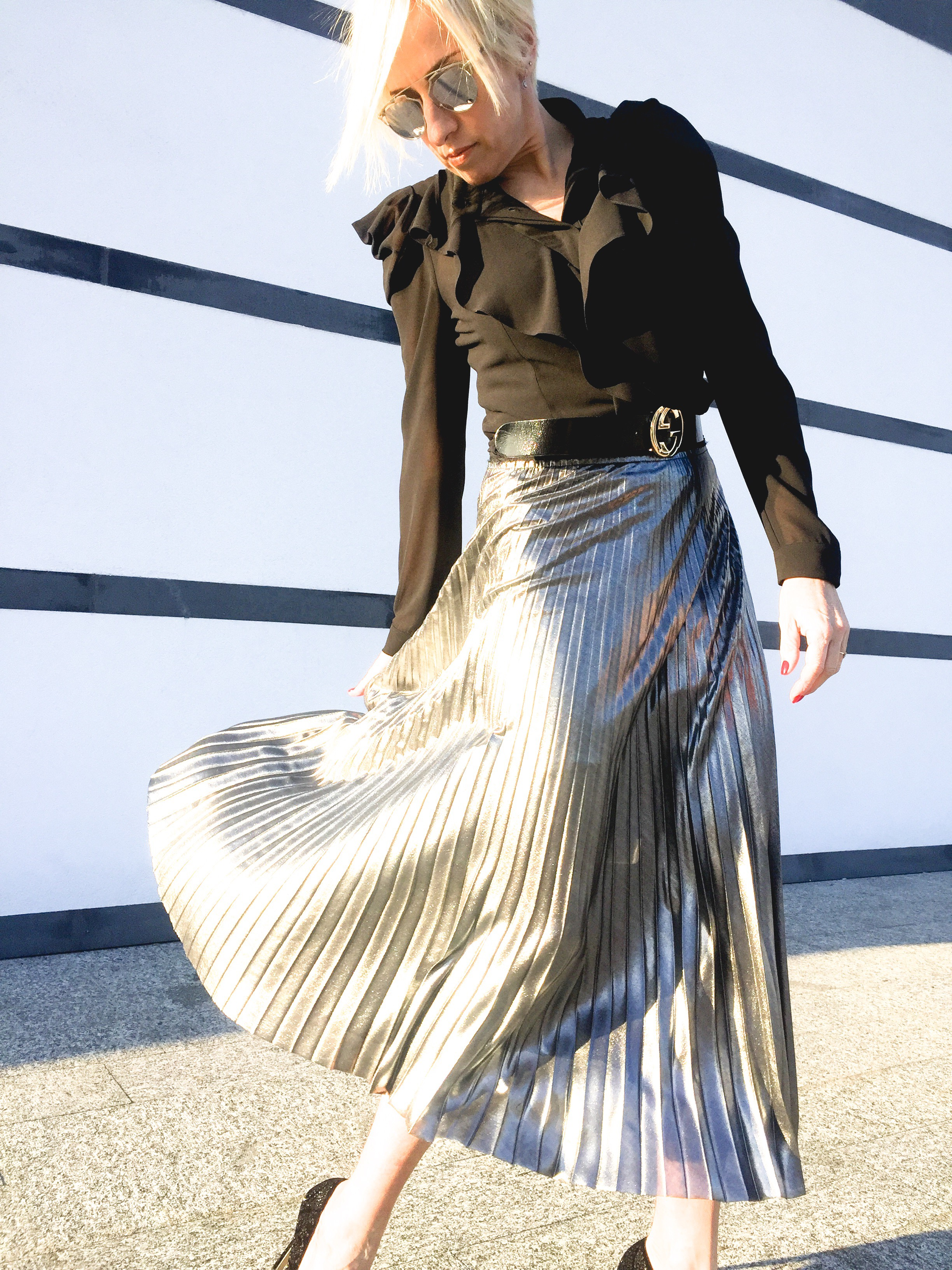 75f447bfb92 SILVER PLEATED SKIRT